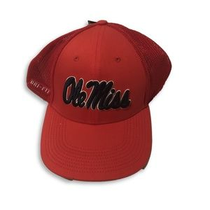 NWT Ole Miss Rebels Nike Meshback Flex-Fit Hat